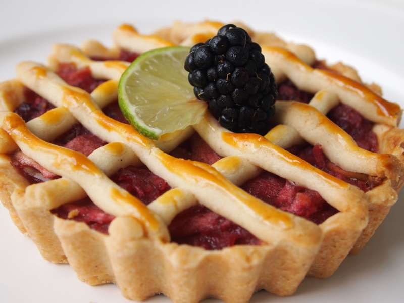 Apple and blackberry pie. jpg