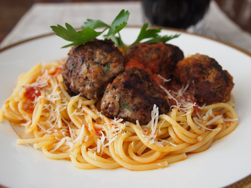 Pasta with Tomato Sauce and Turkey Meatballs | PERU DELICIAS