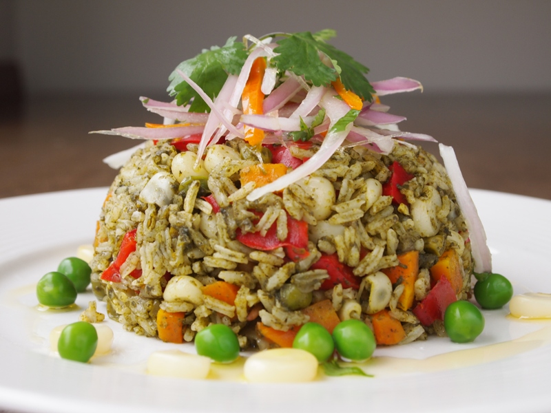 Vegetarian arroz con pollo.