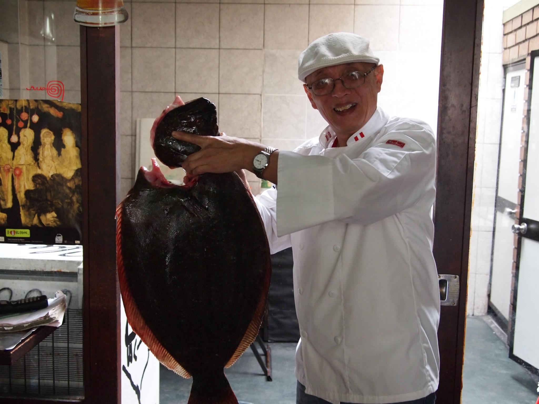 El Chef Wong periodista convertido en cocinero, famoso en todo el mundo por su cebiches.