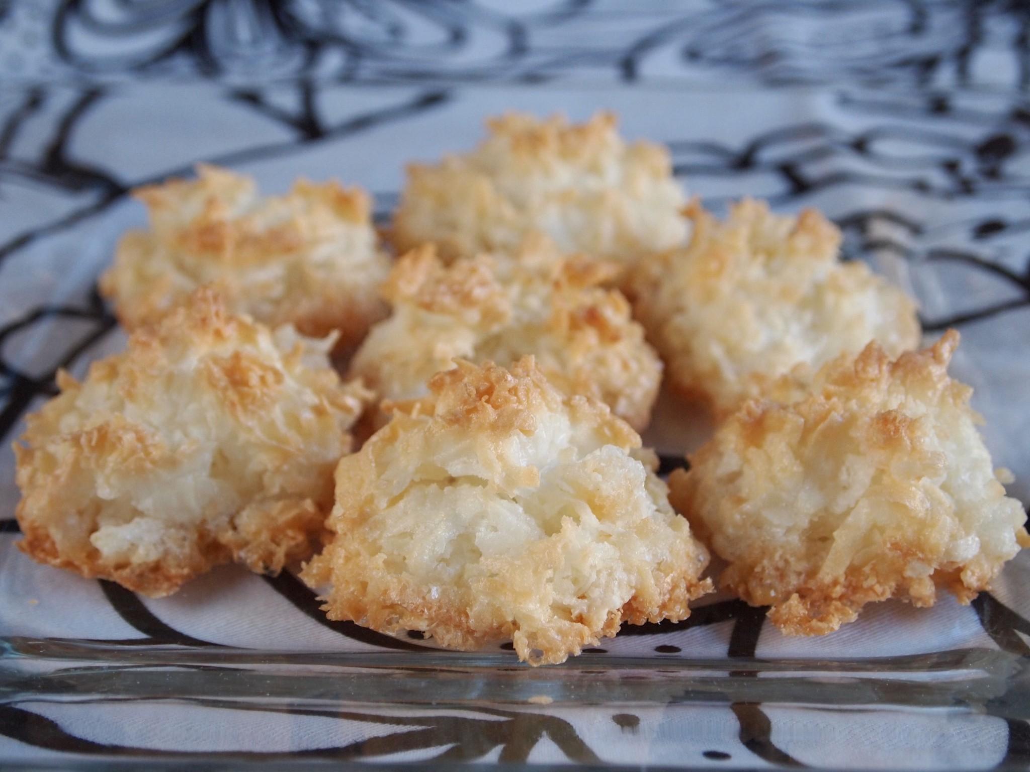 ... .ashleybrouwer.com/post/39847544691/cajetas-de-coco-coconut-truffles